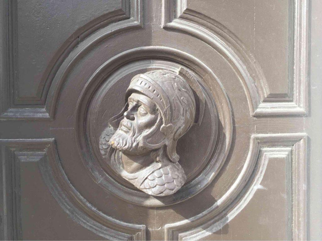 Kopf in der Tür