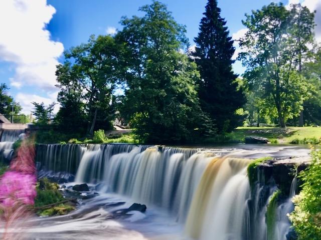 Wasserfall an der Steilküste